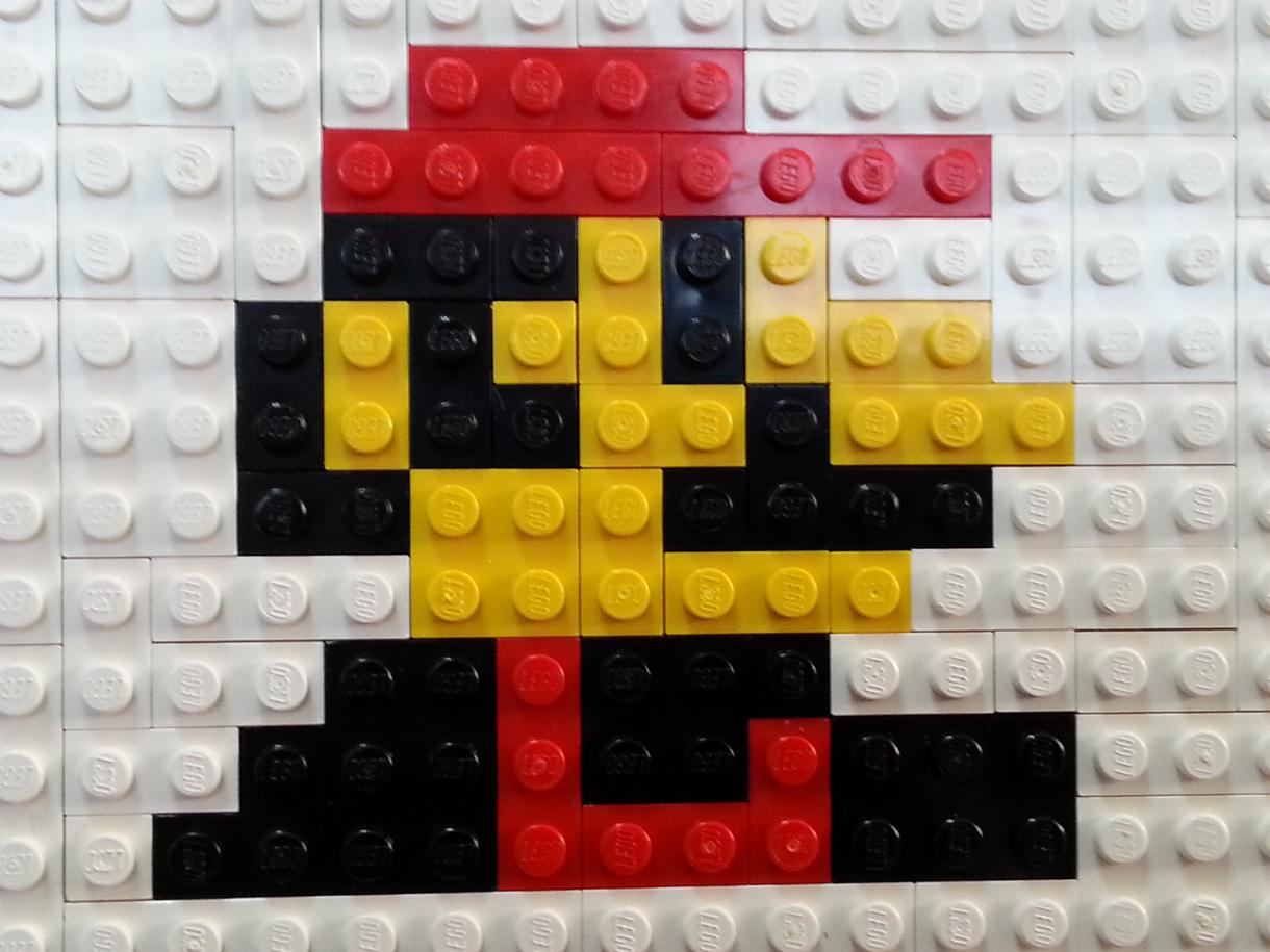 レゴブロックで文字やロゴ、ドット風の似顔絵など作ります。