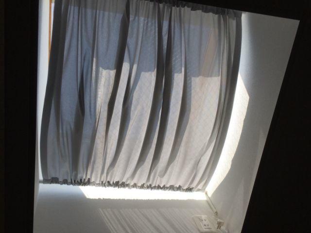 天窓の暑さ対策用に遮熱バーバーカーテン作ります ステンレスグレーがまるで木陰にいるような涼感を体験できます イメージ1