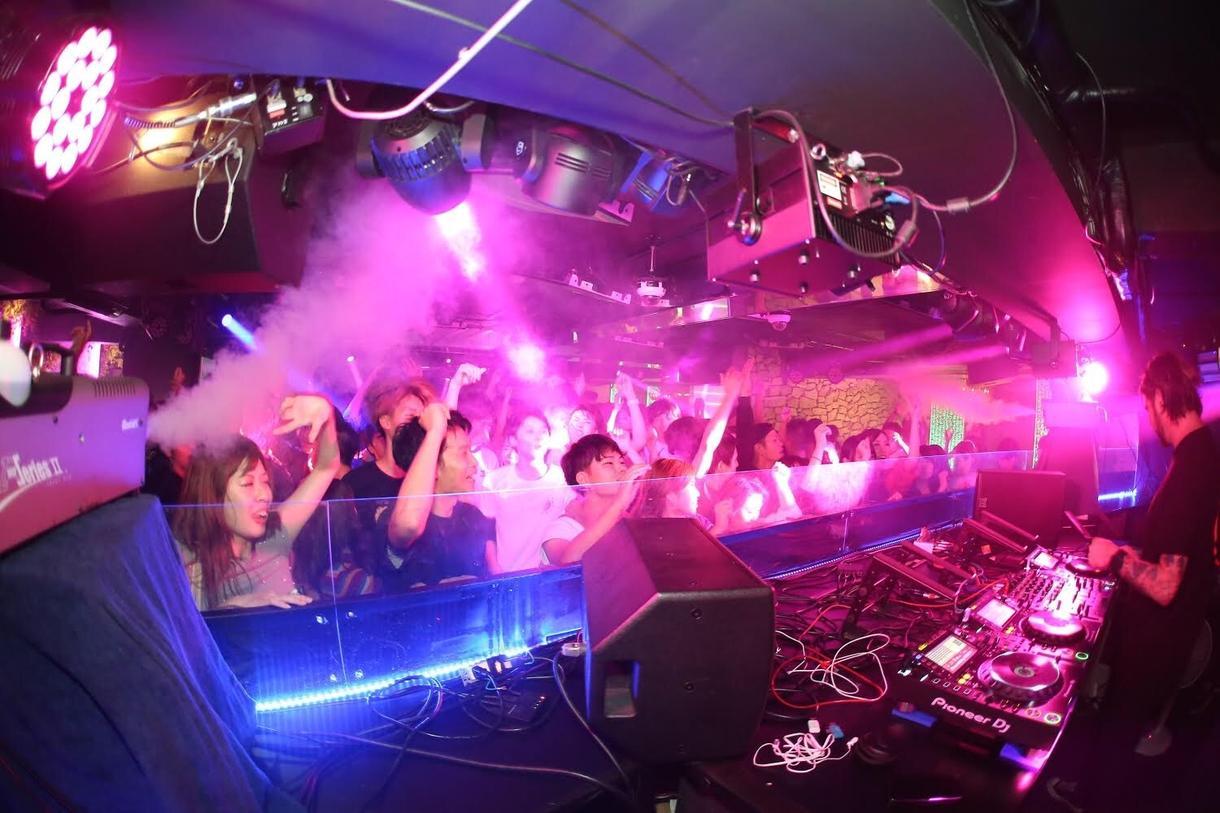 DJ Mix制作します 家、車どこでもClubに‼︎楽曲指定も可能です‼︎ イメージ1