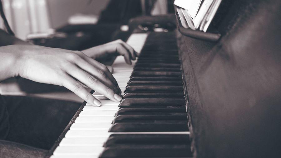 絶対音感が耳コピし楽譜を作成します 正確に楽譜を作成します。各種リクエストにも柔軟にお答えします