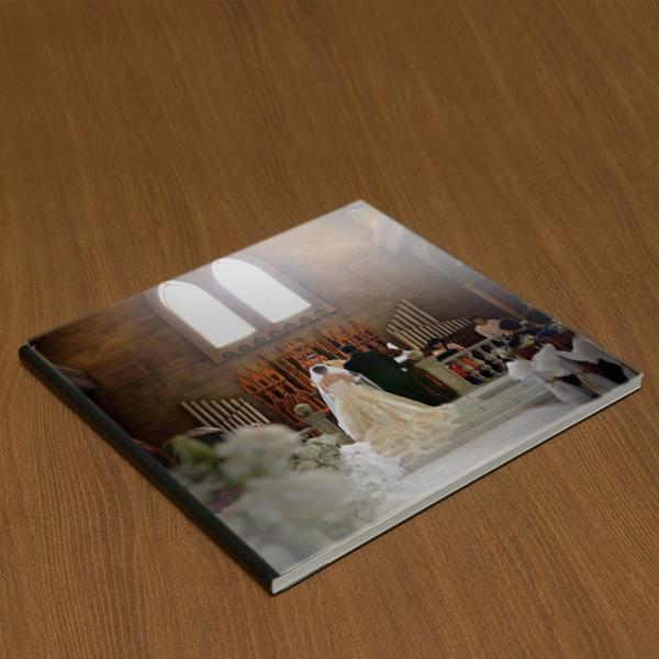 アクリル表紙の結婚アルバムを格安で制作します 式場に頼むと数十万かかる結婚アルバムを半値以下で制作します