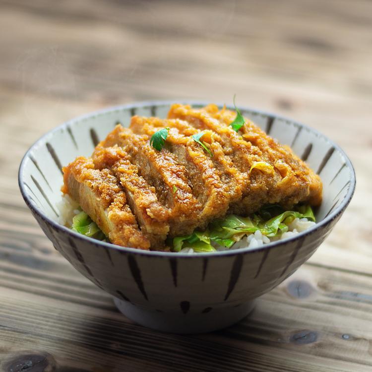 キラリと光る食べ物写真を撮ります 。 料理のプロだからこそ撮れる一枚を!
