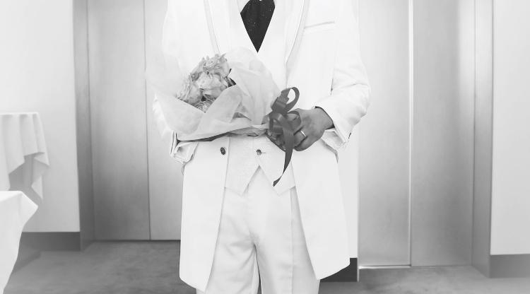 シンプルな結婚式プロフィールムービーを作ります お預かりしたお写真をスライドショーにして作成致します。