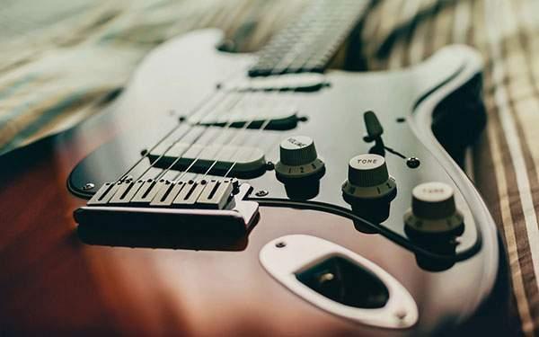 格安で自作曲等のギターのレコーディング承ります プロのギタリストがギターの音入れをお手伝いします