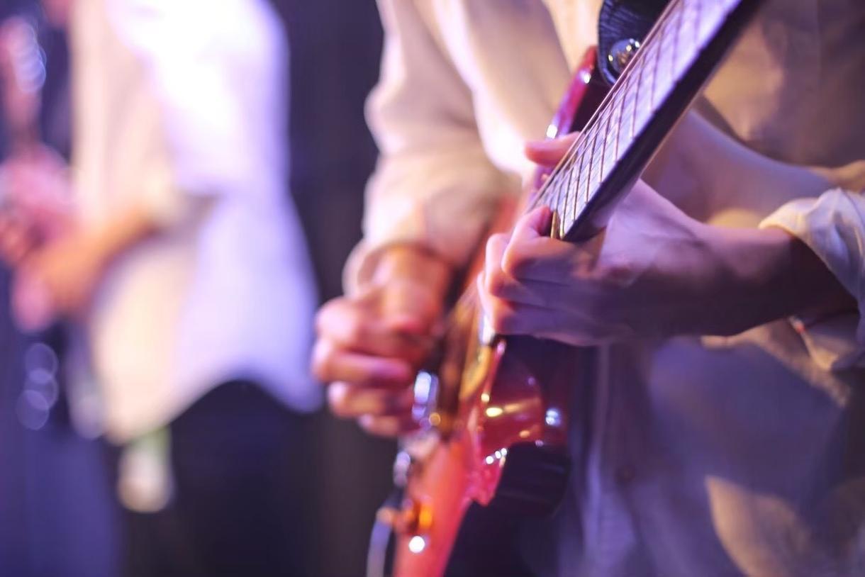 ギターソロ考えます 楽曲に大手歌劇団で演奏経験のある私がギターソロを付け足します イメージ1