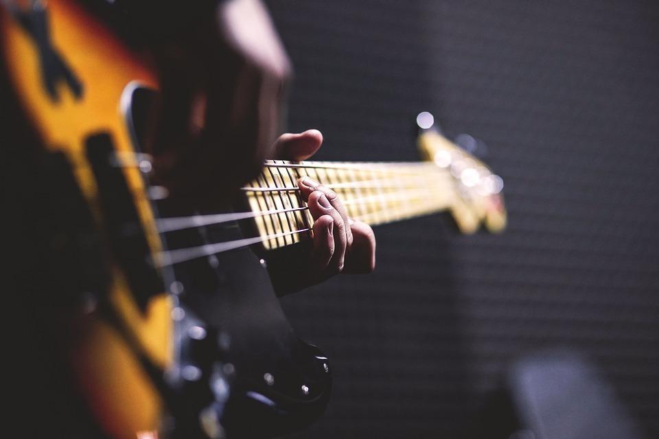 ベース楽譜、TAB譜を耳コピで作成します 著作権者の許諾を得た正当な楽譜作成サービスです。