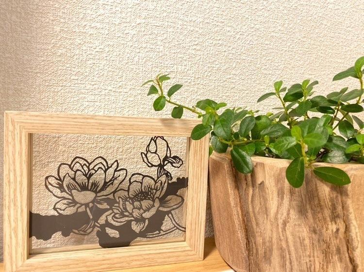 お好きな花を切り絵にします お部屋のインテリアにいかがですか(*´∀`)
