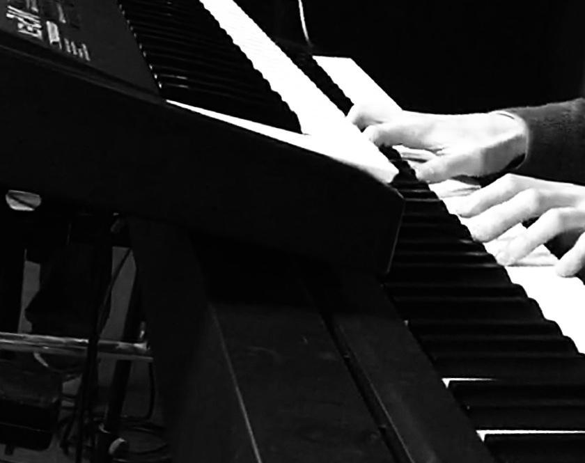 バンド音源にキーボードをサポート演奏します プロミュージシャンによるクオリティの高い演奏をお届けします。