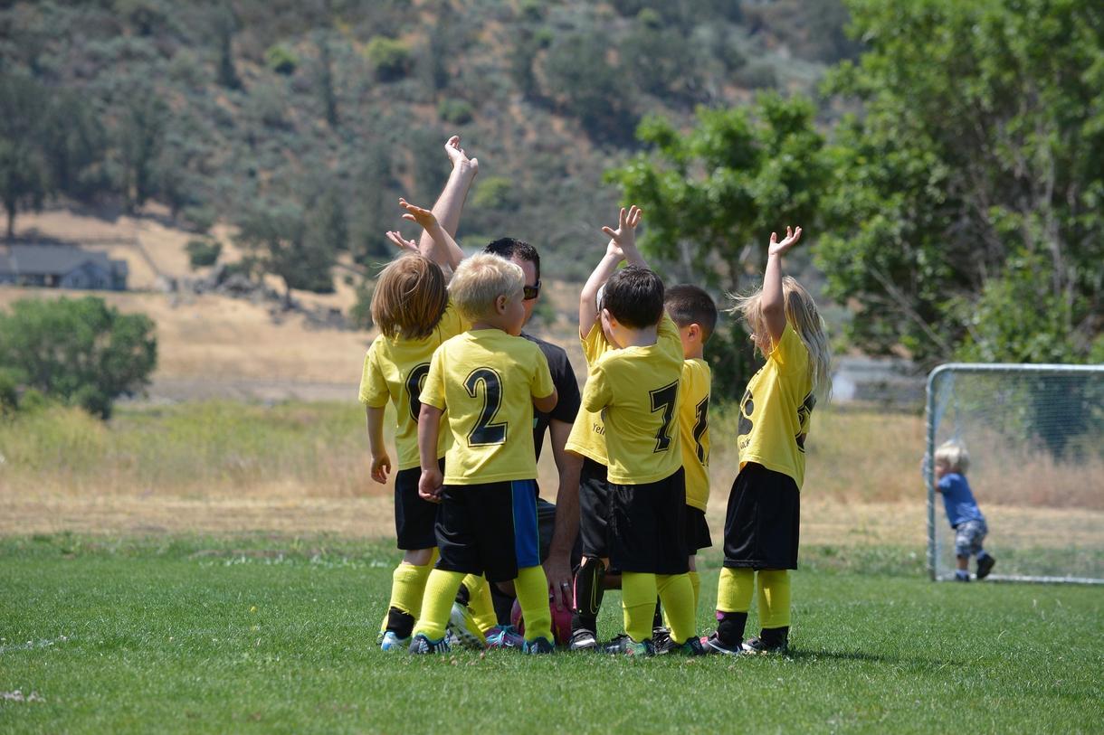 お子さまのサッカーの始め方についてアドバイスします サッカー少年団かスクールの選択で迷っている保護者の方へ