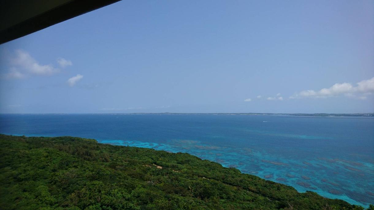 沖縄画像あります 沖縄の、白い砂浜。青い海。青い空。