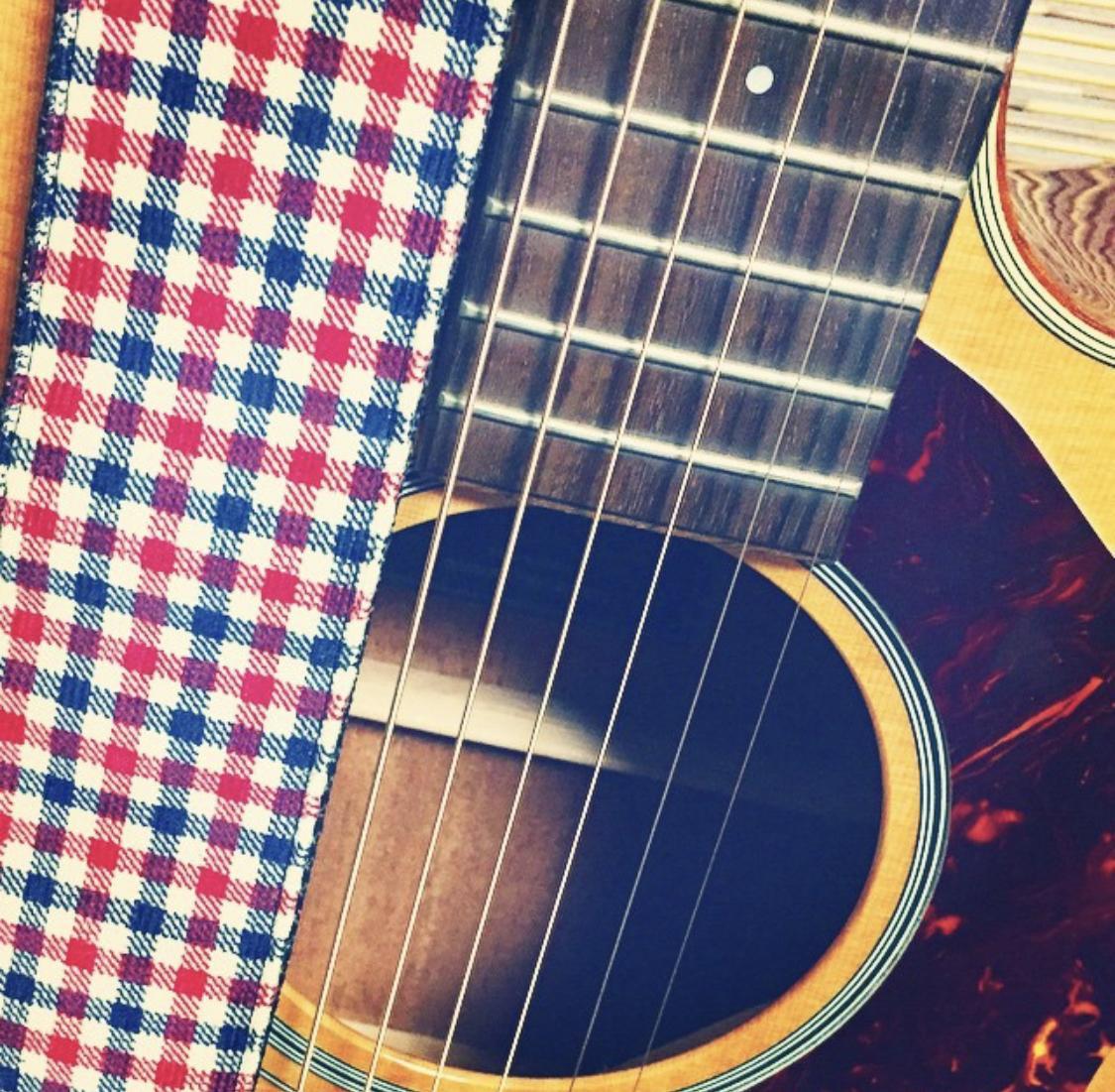 あなたの書いた詞ギターとメロディをつけて歌にします 詞は書けるんだけどメロディが思いつかない・・僕が曲にします!