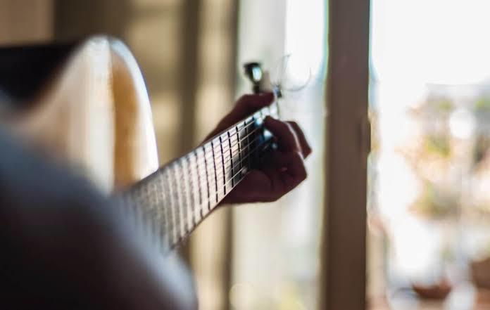 鼻歌、弾き語り作曲から仮音源を制作致します メロディやコードにドラムやストリングスをつけてみたい方!