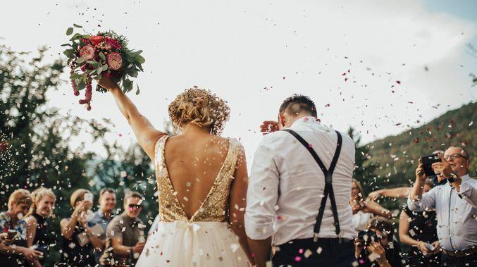 プロが海外テイストの結婚式ムービーを制作致します 世界に一つの素敵なプロフィールムービーを制作致します。