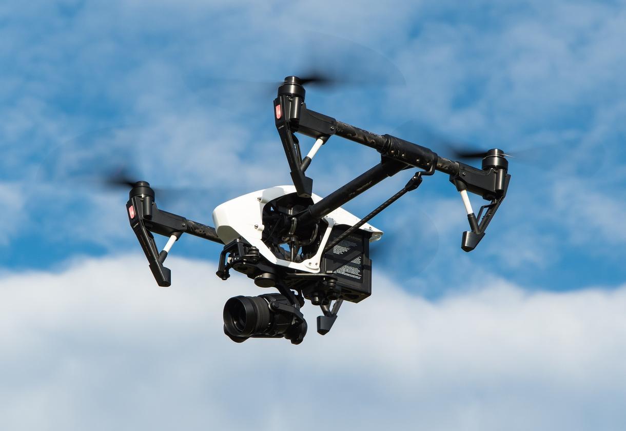 マイクロドローンを用いて企業の採用動画を撮影します [ドローン撮影・採用動画撮影]自社PRしたい企業さん!