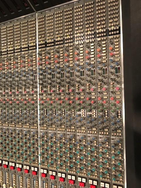 プロがミックス&マスタリングします 豊富なアナログ機材も使用します!高音質でファット!