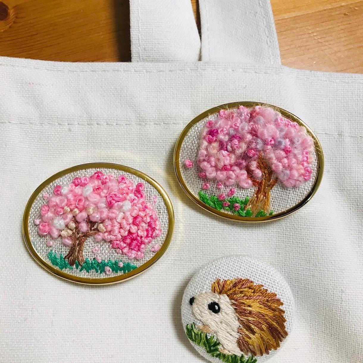 プレゼントにいかが?オーダー刺繍小物作成します 刺繍①ブローチ②キーホルダー③ポニーフック④ヘアゴム イメージ1