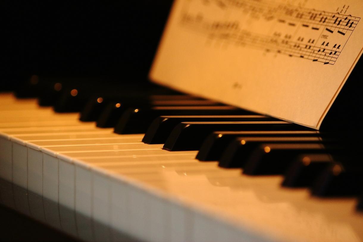 耳コピしてピアノ譜面を作ります ピアノインスト曲や、楽曲のピアノパートだけ弾きたい方に
