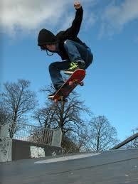 スケートボード・SK8教えます スケートボードの基本の「き」から教えます。