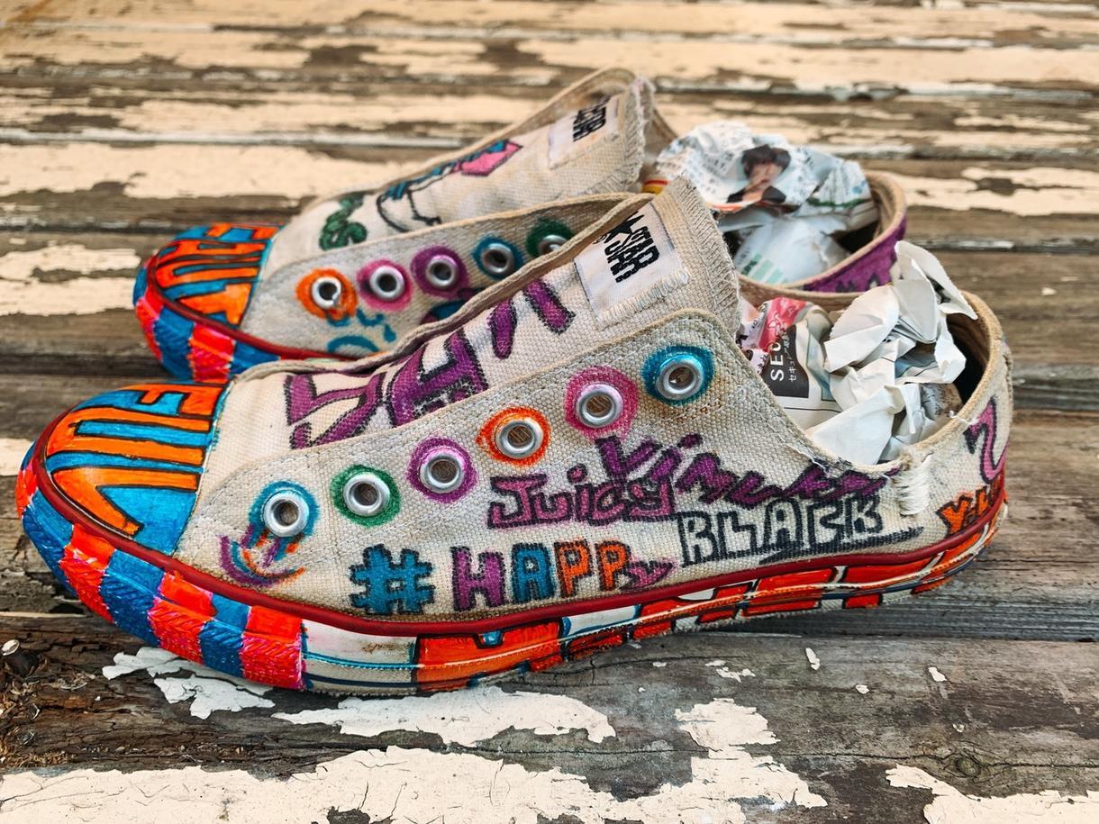 世界に一つのオリジナルシューズ作ります 履かなくなった靴や古い靴を新しいイラストで自分だけの靴に!!