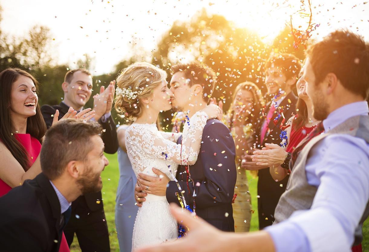 結婚式ムービー作成致します 簡単で良いからプロフィールムービを安く作りたい方