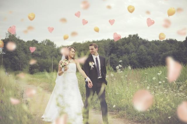 結婚式!お二人にピッタリな映像制作いたします 披露宴で流す映像をイメージ通りに仕上げつつ予算を抑えたい方へ