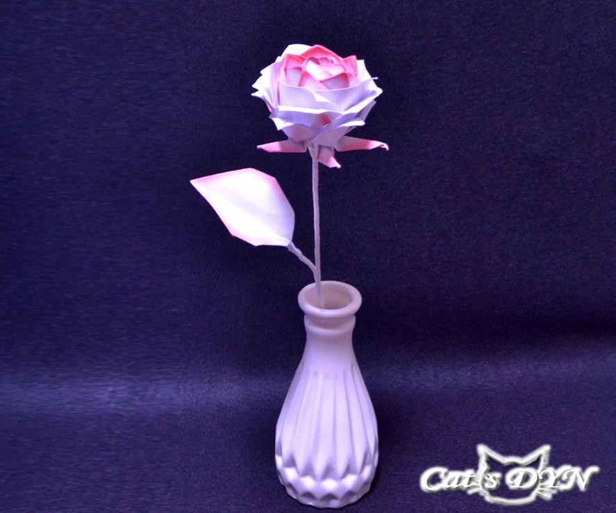 折り紙の薔薇(レインボーローズ)を作製します レインボーカラーのみや単色のみなどご希望をお聞かせください。
