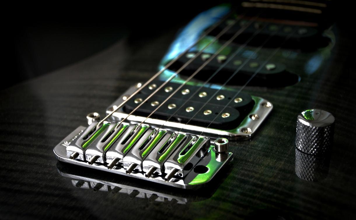 ギタマガ2014最優秀賞者がギターを入れます あなたの曲に→エレキ・アコギ・クラギを!(サンプルあり)