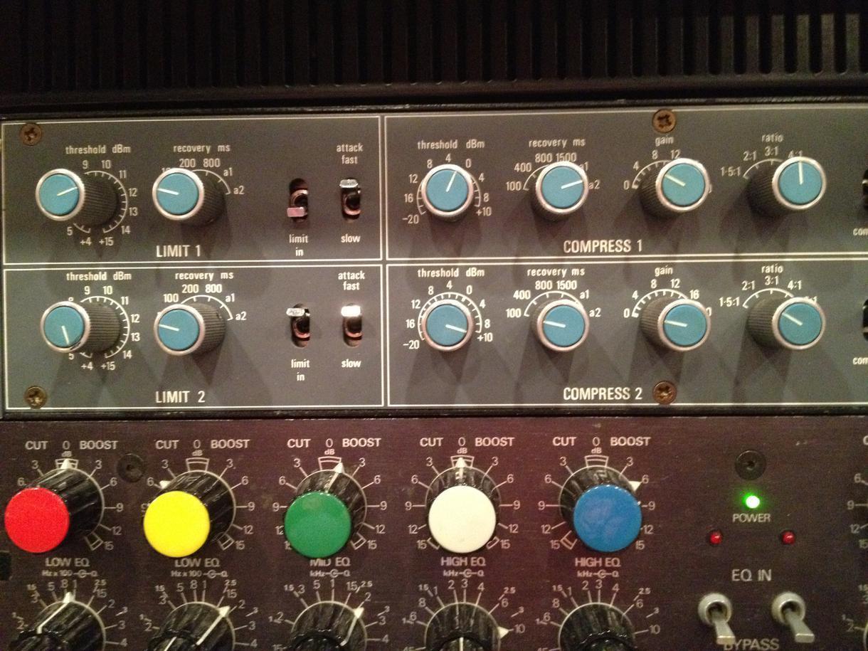 現役レコーディング・エンジニアがマスタリングします CD用と音楽配信、動画サイト用のマスタリングは違います!