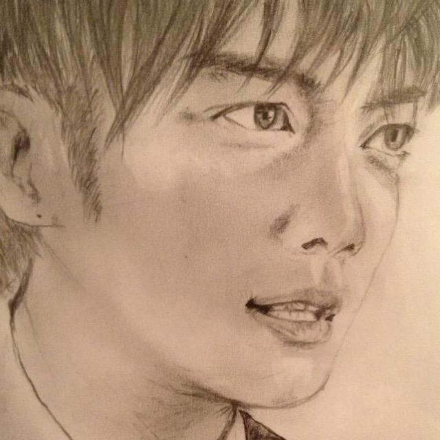 写真を見て鉛筆画を描きます。