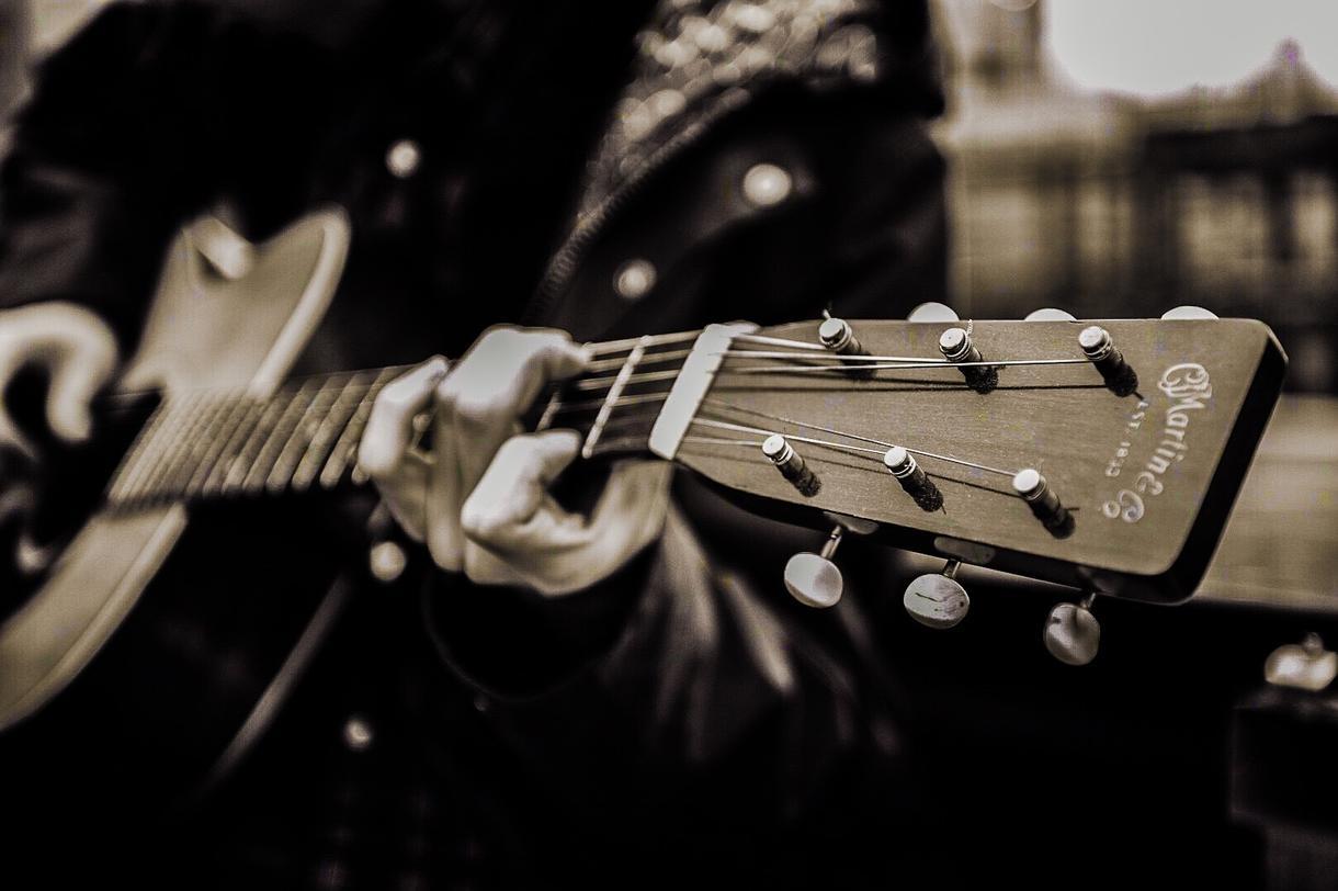 プロ・音楽講師】オンラインギターレッスン承ります ニューヨークで指導経験あり。生徒様毎にオーダーメイドレッスン