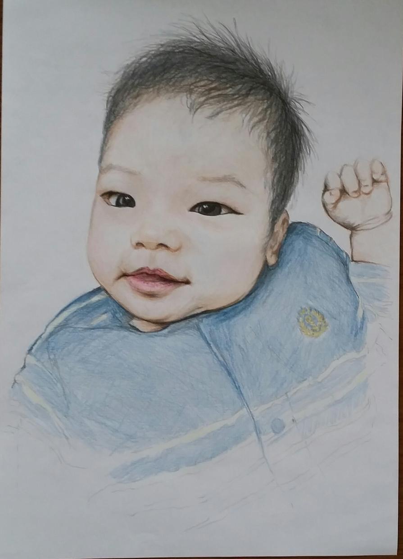 お子様、お孫さんや大切なご家族のお気に入りの写真からリアル似顔絵を作成いたします。