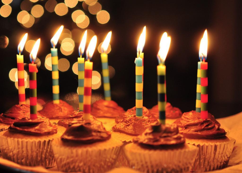 最高の誕生日メッセージ付きフォト動画を作ります 友達への誕生日動画を作りたいけど難しい貴方にオススメ!