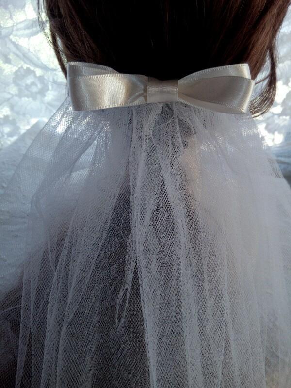 ウェディングヘッドドレスをお作りします 世界で一つだけのアクセサリーを着ける人❕量産品を着ける人❔