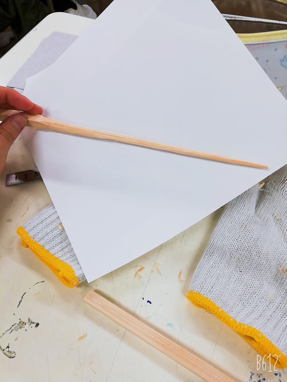 手のサイズに合わせて、箸など木工細工を手作りします お箸やスプーン等それぞれの手のサイズに合わせて制作します。