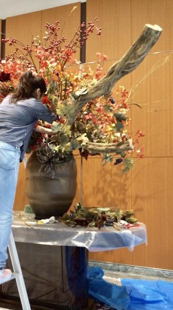 造花を短時間でプロがリメイク方法を提供します 短時間で熟練の度合いを見せる花の飾り方