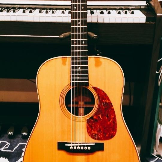 アコースティックギターで伴奏をします 高音質コンデンサーマイクかエレアコでLINE録音でお届け! イメージ1