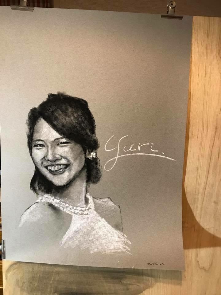 感動の似顔絵アートならお任せを!ます パステルを使って、パリの絵描きのような作品に仕上げます!
