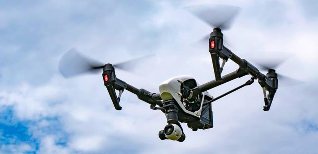 ドローンを使った空撮を致します 空の映像や地上の映像を大きく撮りたい方