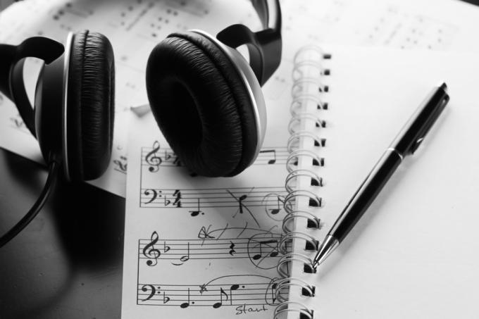 オリジナル曲に歌詞が必要な方へ作詞します 聴く人の耳に残るようなフレーズを目指して作詞致します! イメージ1