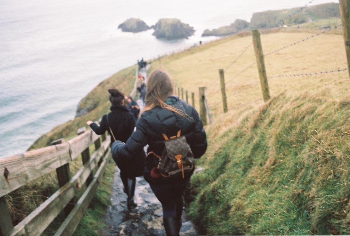 フィルムカメラで撮影、味のある写真を提供します 実績のない若者にお金をかける冒険心のある方へ