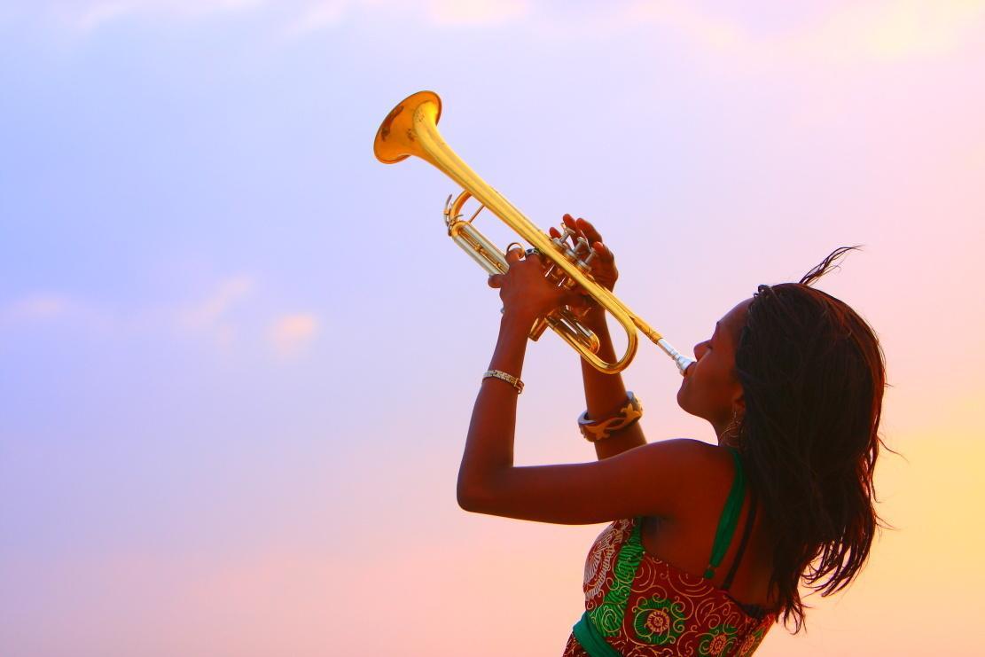 憧れのフレーズを耳コピします 音源からアドリブソロなどを耳コピして楽譜に起こします!