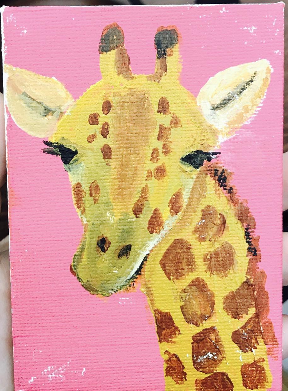 可愛い動物や食べ物の人のイラストを受け付けます 老若男女問わず喜ばれるキャラクターを描いていきます