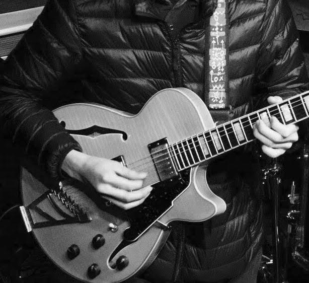 ギター(エレキ・アコギ・ガット)の録音演奏承ります ロックやポップス、ジャズ、ボサノバなど幅広いジャンルのギター