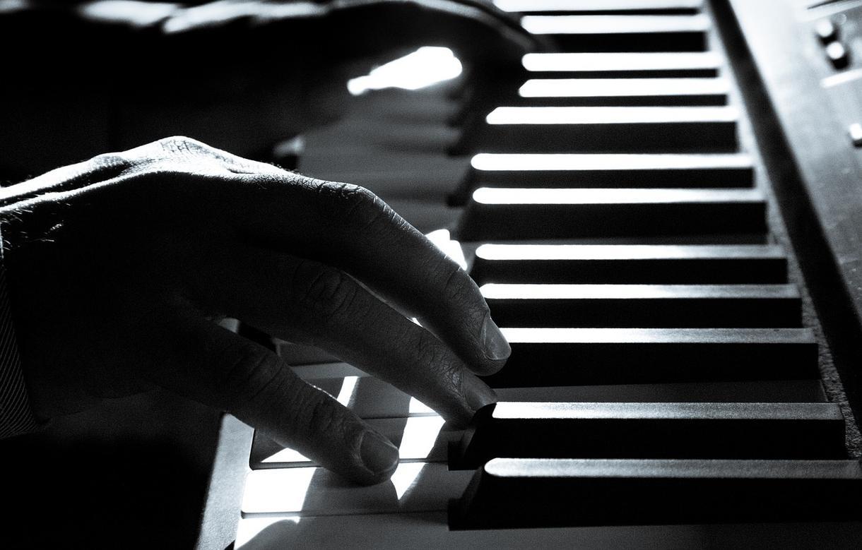 主に弾き語り向け:オリジナル曲作ります とにかくご自身のオリジナル曲が欲しい方向け!短納期可!