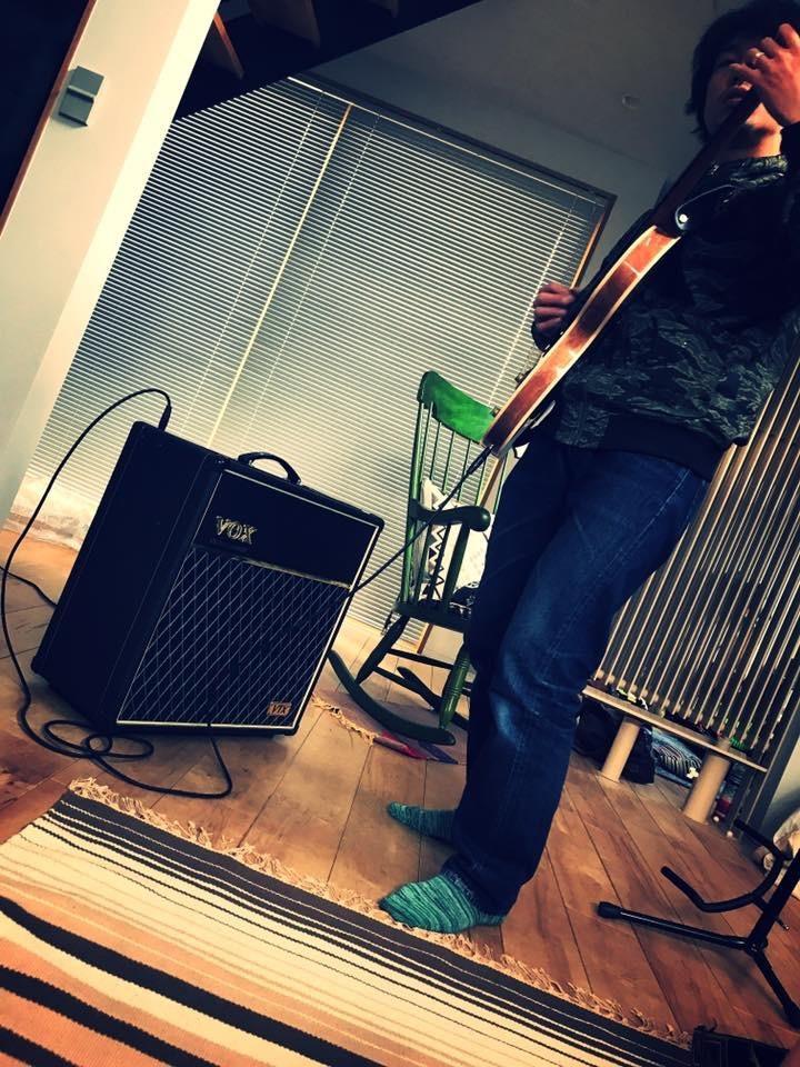 ギター、ベースのレッスン致します 初心者の方から経験者まで、スキルアップのサポート致します!