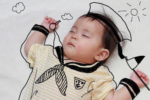 お子さんの成長記録! 寝相落書きします お子さんの成長記録として写真を可愛く面白く残したい!