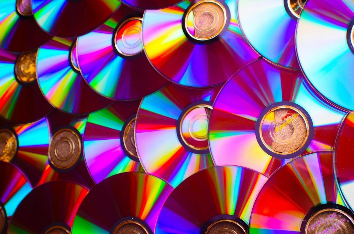 ご希望の動画・ムービーをDVDにして発送致します 送料込!格安DVD化!スマホ,PCの動画をDVDに焼き発送*