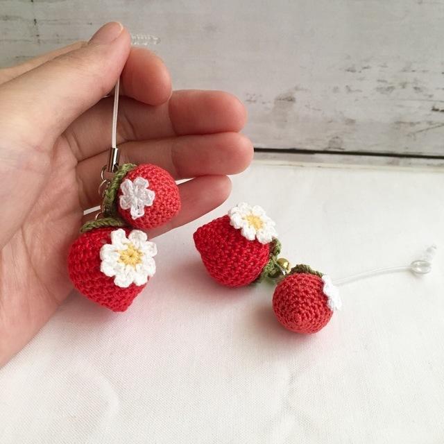 果物が大好きな方へスマホやバッグを可愛く彩ります いろいろあります!イチゴ揃ってます!どのイチゴにしますか?