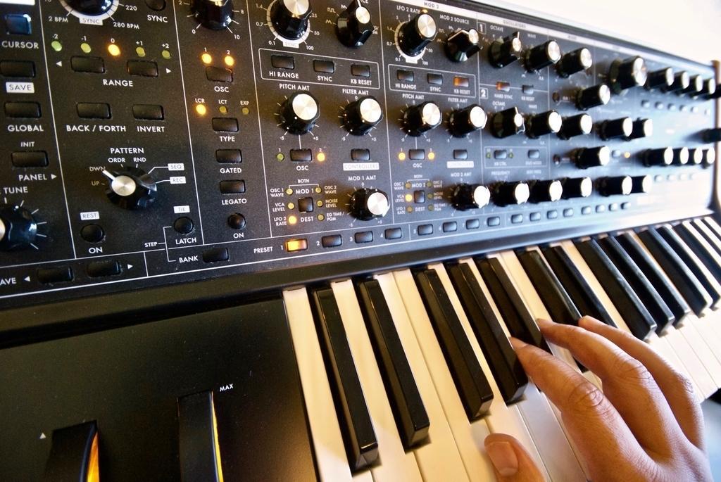 作曲編曲します。オリコン1位、修正無制限!でします 仮歌無料!ミックス込み。商用利用可。作曲編曲ご相談ください!