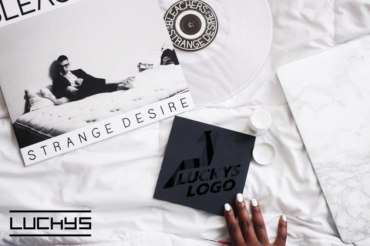 初めての方も大歓迎!ロゴデザインナーが制作します 初めてのロゴデザインはLUCKYSが全力でサポート!